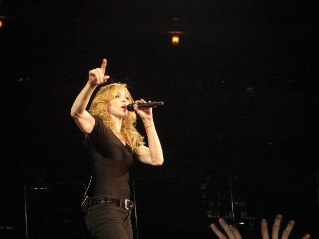 1024px-Madonna_Confessions_T
